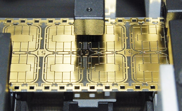 Implantieren von Chips in Chipkarten
